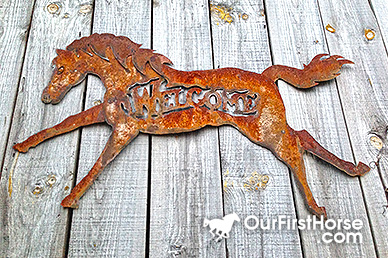 Rusty horse welcome sign